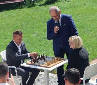 Turniej szachowy rozegrano za zamku w Uniejowie ZDJĘCIA