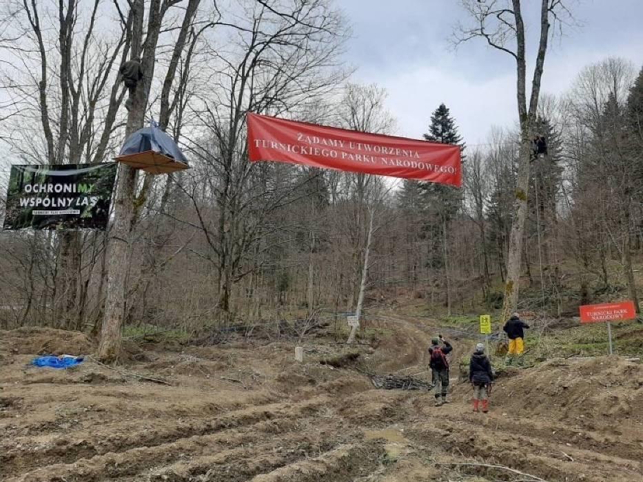 W niedzielę rozpoczęła się okupacja lasów w okolicach Przemyśla, przy drodze prowadzącej do Arłamowa i w Bieszczady