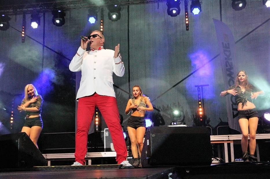 Koncert zespołu Mikesh na Pikniku Historycznym w Jastrowiu