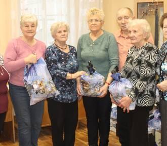 Zdunowscy seniorzy przygotowywali paczki dla chorych [ZDJĘCIA]