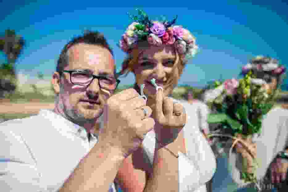 Kasia i Marcin z Radomska wzięli ślub na cypryjskiej plaży