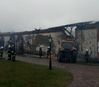 Ogromne straty po pożarze. Spłonął budynek gospodarczy w Folwarku Pszczew [ZDJĘCIA]