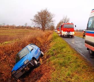 Stróżewo: Samochód wjechał do rowu. Kierująca nim kobieta miała dużo szczęścia!