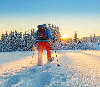 Idziesz w góry zimą? Bez tego nie wychodź z domu. Jak spakować plecak?