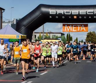 Bieg 5 mil po gminie Zduńska Wola. Odliczyło się ponad 120 zawodników [FOTO]
