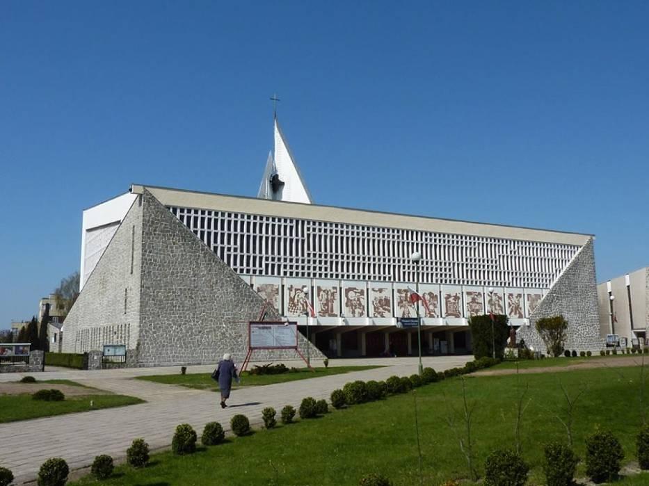 Biskup płakał, gdy konsekrował: Na widok tych kościołów można się przeżegnać! [ZDJĘCIA]