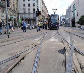 Wykoleił się tramwaj w centrum Wrocławia [UTRUDNIENIA]