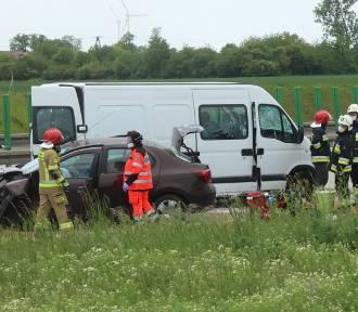 Wypadek na A4 pod Chojnowem. Zderzyły się trzy pojazdy [ZDJĘCIA]