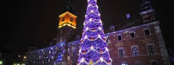 Powróciło świąteczne stoisko na Krakowskim Przedmieściu 64. W namiocie można wypełnić i wysłać specjalne okolicznościowe kartki pocztowe i udekorować pierniki.