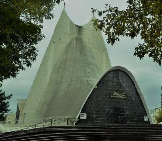 Parafia Miłosierdzia Bożego ma 68 lat. Jej sercem jest niezwykła świątynia ZDJĘCIA