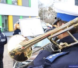 Wrocław: Policjanci zagrali dla dzieci przebywających w Przylądku Nadziei [FILM]