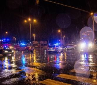 Nocna kraksa w Kielcach. Młode osoby w szpitalu [WIDEO]