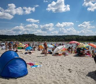 Plaża jak nad morzem! Tłumy na nowym kąpielisku w Małopolsce