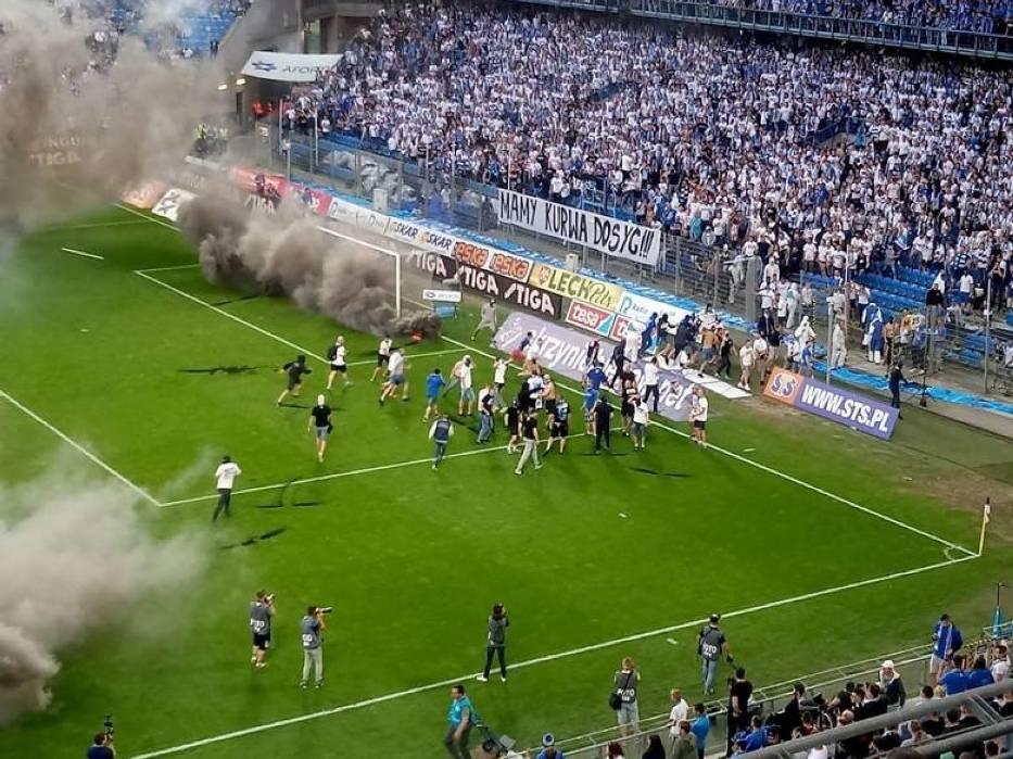 Zadyma na meczu z Legią była dla Lecha Poznań bardzo kosztowna