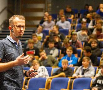Hack Heores - konkurs programistyczny dla uczniów. Mają stworzyć aplikacje