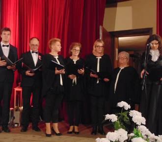 Patriotyczne śpiewanie w żegocińskim Ośrodku Kultury