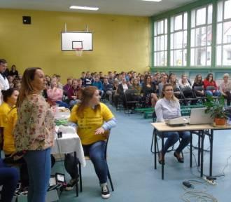 Giełda Edukacyjna w Zespole Kształcenia w Wielkim Klinczu. Uczniowie dowiadywali się o różnych