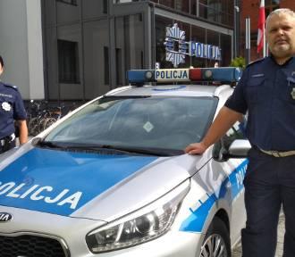 Policjanci w Inowrocławiu pomogli dziewczynce, która zakrztusiła się lizakiem