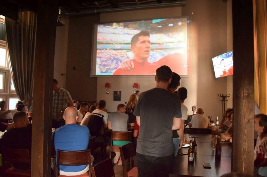 Zobacz jak kielczanie kibicowali reprezentacji Polskie w meczu ze Szwecją (ZDJĘCIA)