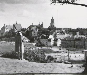 Kiedyś Zebrań Ludowych, teraz Zamkowy. Zobacz unikalne zdjęcia z drugiej połowy XX w.