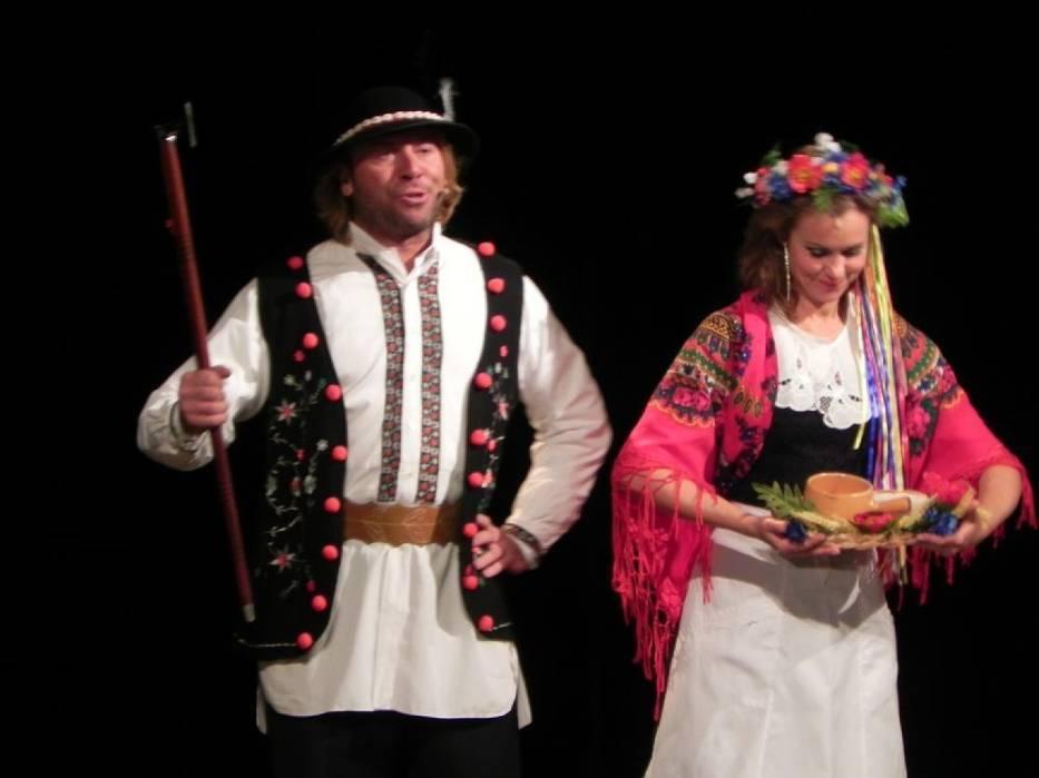 Michał Milowicz i Julita Kożuszek w scenie przedstawienia
