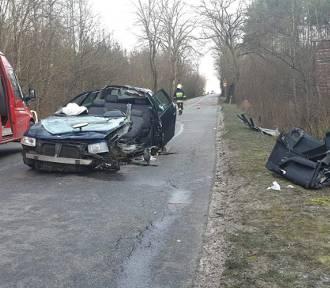 Szumleś Szlachecki. Audi uderzyło w drzewo i dachowało. Kierowca trafił do szpitala