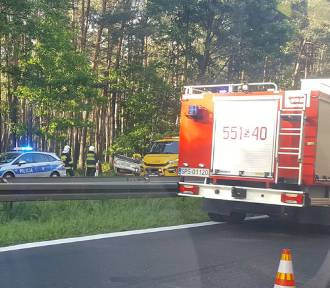 Wypadek na DK-1 w Kobiórze. Wezwano LPR
