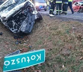 Siedem osób rannych w zderzeniu trzech aut na drodze 74 [ZDJĘCIA]