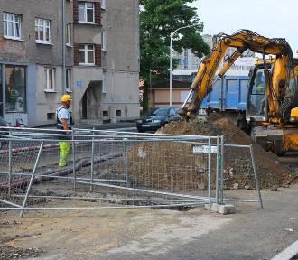 Na ulicy Niemodlińskiej zrywany był dziś nowy asfalt [zdjęcia, wideo]