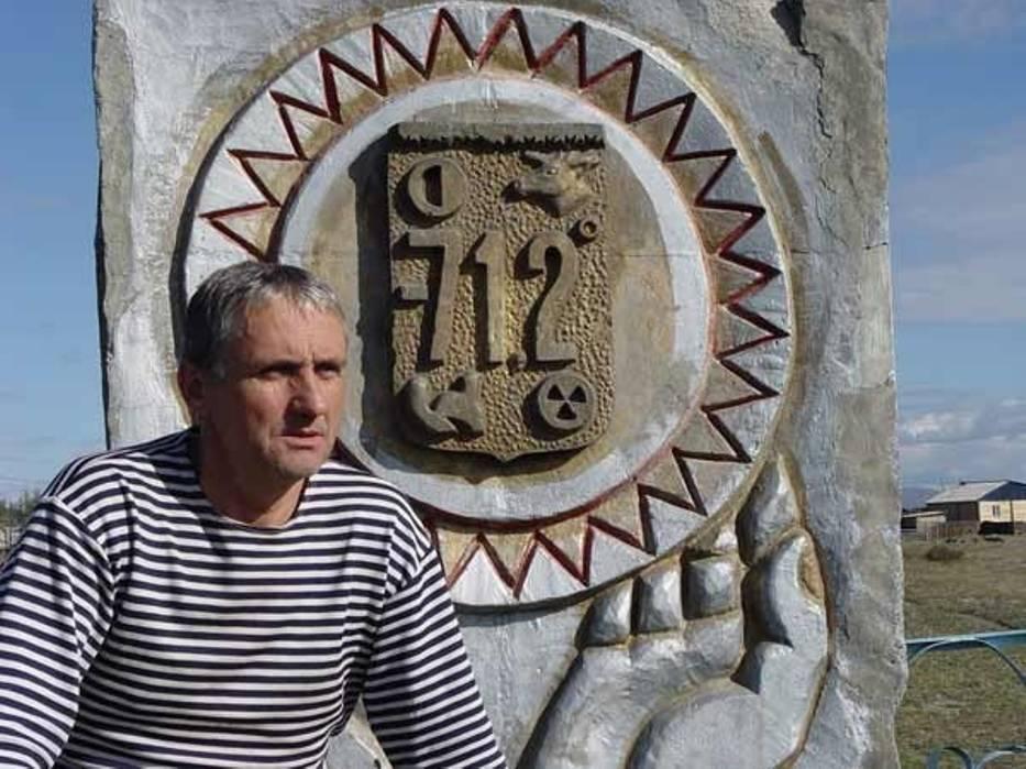 Romuald Koperski to podróżnik, pisarz, nurek, pilot samolotu oraz pianista
