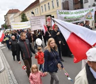 Marsz dla Życia i Rodziny przeszedł ulicami Leszna. Zobacz zdjęcia i wideo
