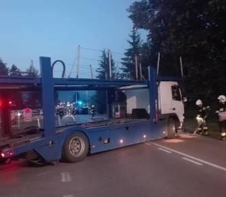 Wypadek w Żywcu: laweta wjechała w busa. 5 osób rannych