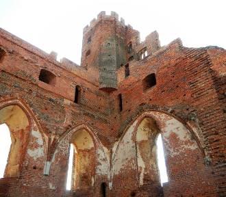 Te wspaniałe i... zrujnowane zamki krzyżackie mamy w naszym regionie [zdjęcia]