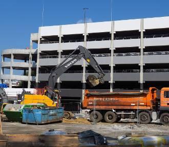 Rybnik: budowa wielopoziomowego parkingu na Hallera dobiega końca [ZOBACZ ZDJĘCIA]