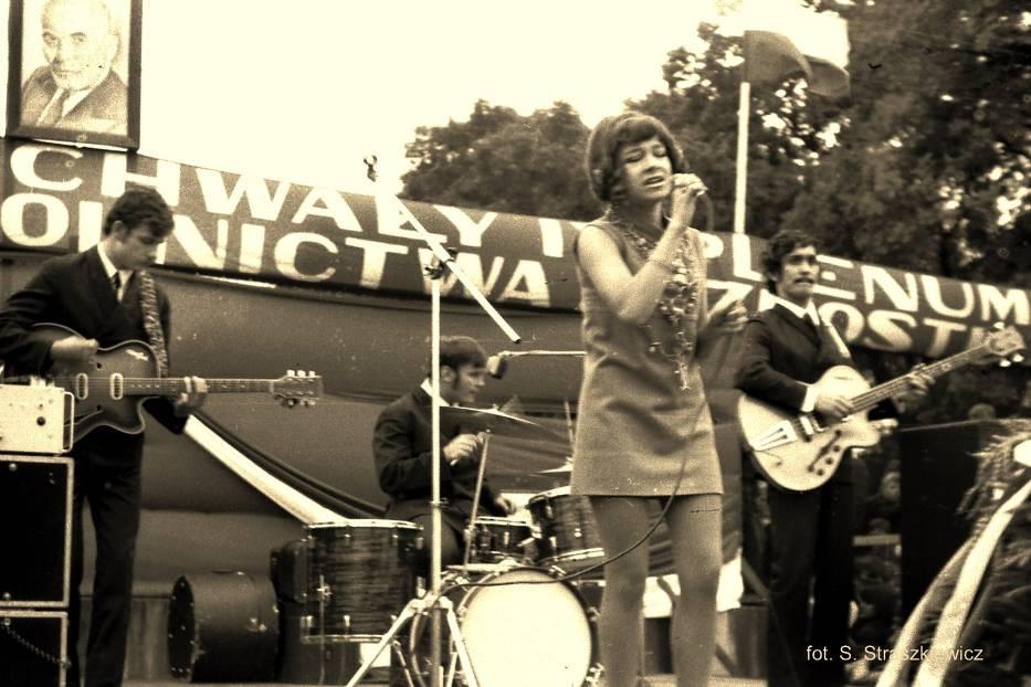 1966 - Trubadurzy w Krośnie Odrzańskim wytęp na stadionie z okazji dożynek