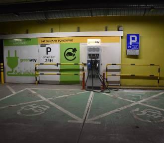 Tarnów. Więcej stacji ładowania aut elektrycznych, mniej miejsc na parkingach