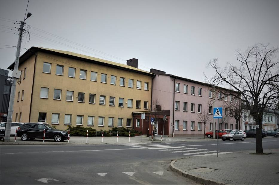 Jeśli nie możesz załatwić swojej sprawy elektronicznie lub przez telefon i musisz udać się do urzędu skarbowego w Bełchatowie, wcześniej musisz zarezerwować wizytę