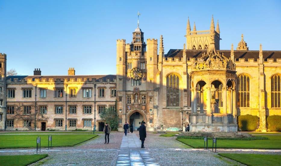 Uniwersytet w Cambridge przedłuża wykłady online