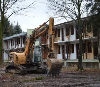 Trwa rozbiórka ośrodka Borki nad Zalewem Sulejowskim [ZDJĘCIA]