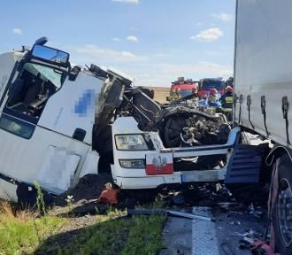 Wypadek na A4. Potężny korek na autostradzie po zderzeniu trzech ciężarówek