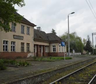 Budynek dworca kolejowego w Poddębicach nie będzie remontowany (ZDJĘCIA)