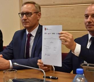 Umowa o przebudowę Dobroszyckiej oficjalnie podpisana! (FOTO)