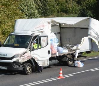 Zderzenie dwóch ciężarówek w Wabczu. Jedna osoba w szpitalu [wideo, zdjęcia]