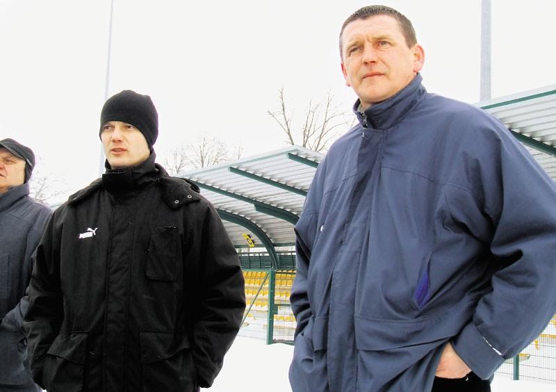 Trenerzy Pelikana Piotr Stach i Zbigniew Czerbniak (z prawej) są optymistami