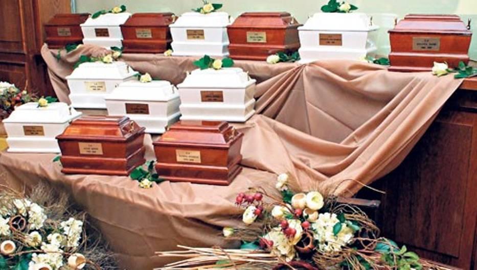 Według obecnie obowiązujących przepisów urny z prochami bliskich mogą trafiać wyłącznie do nekropolii