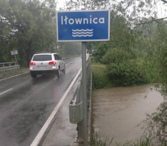 Śląskie: Stany ostrzegawcze i alarmowe na rzekach