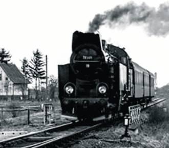 Zabytkowy pociąg w zagłębiu miedziowym.