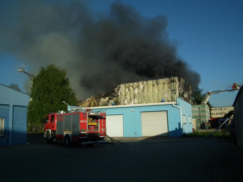 Pożar hali przy Jeleniogórskiej w Poznaniu
