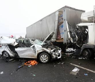 Karambol na A1 pod Piotrkowem: Prokuratura umorzyła śledztwo w sprawie katastrofy drogowej