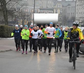 """""""Wybiegajmy Zieloną Strefę Relaksu"""" - w czwartym dniu charytatywny bieg z Tczewa dotarł do Kartuz"""